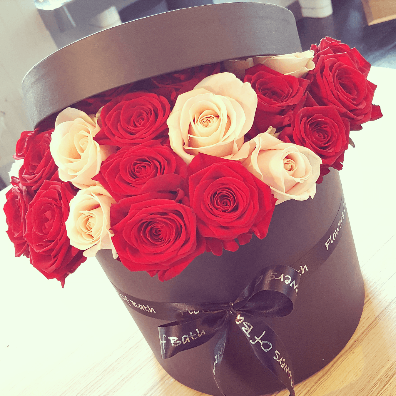 7337f8344b36 Luxury red and pink Rose hatbox - Flowers of Bath